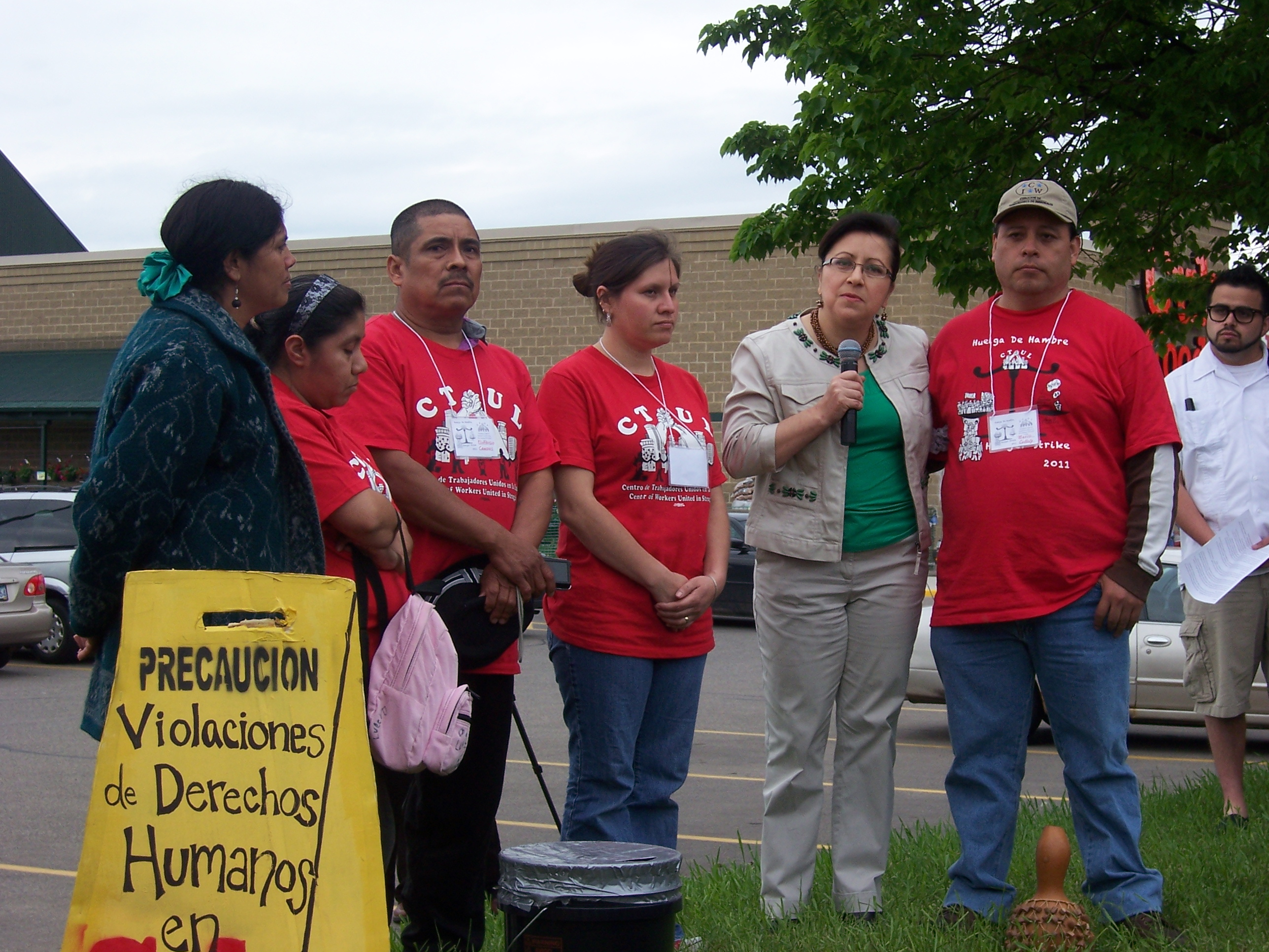 Minnesota Sen. Patricia Torres Ray stands with retail cleaning workers including Mario Colloly Torres, far right, and addresses the crowd of supporters at CTUL's May hunger strike outside the Lake Street Cub Foods. (Photo by Chelsey Perkins)