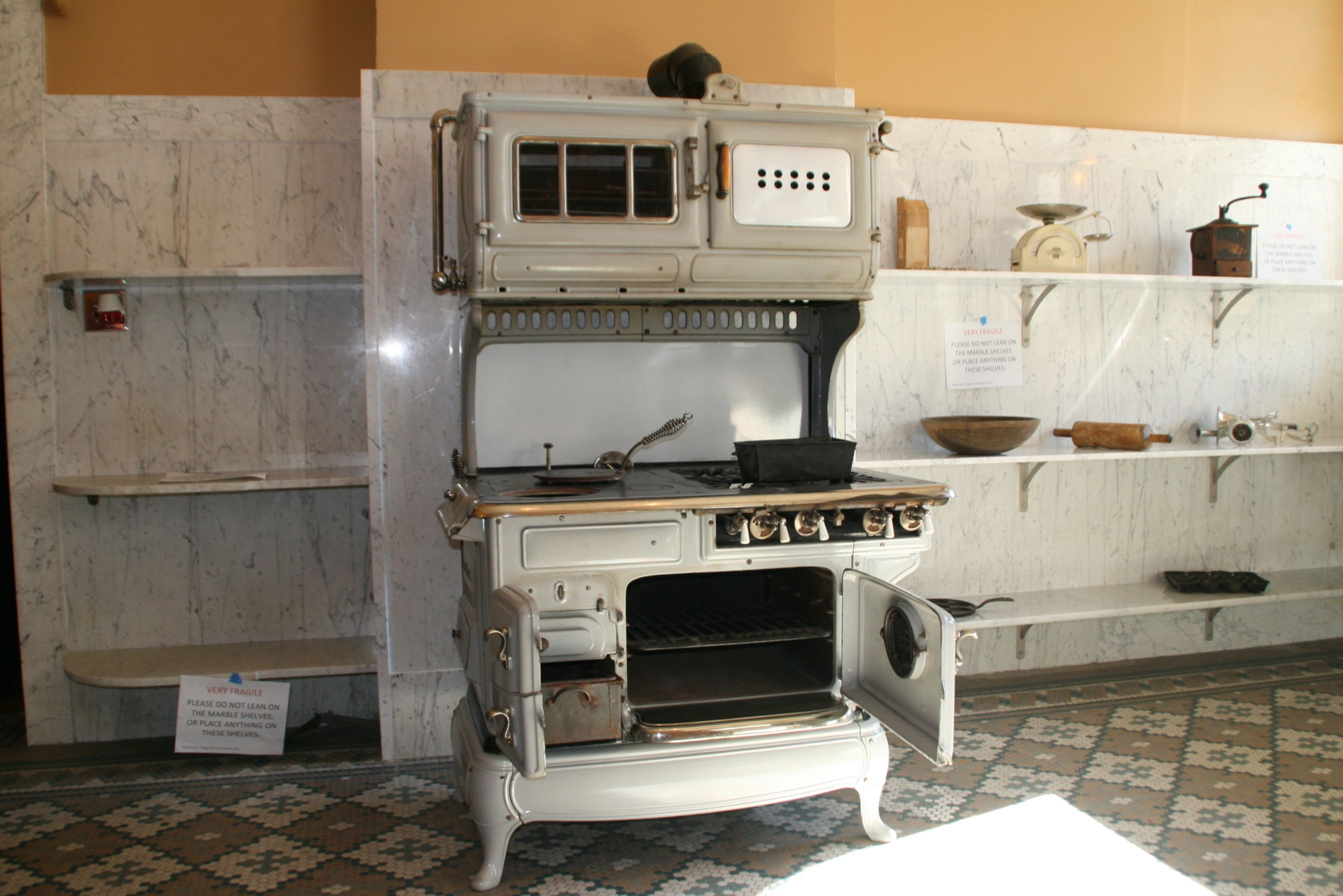 the_state-of-the-art_stove_could_use_both_gas_and_wood