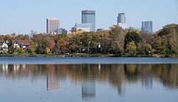 250px-minneapolis_and_lake_of_the_isles_7
