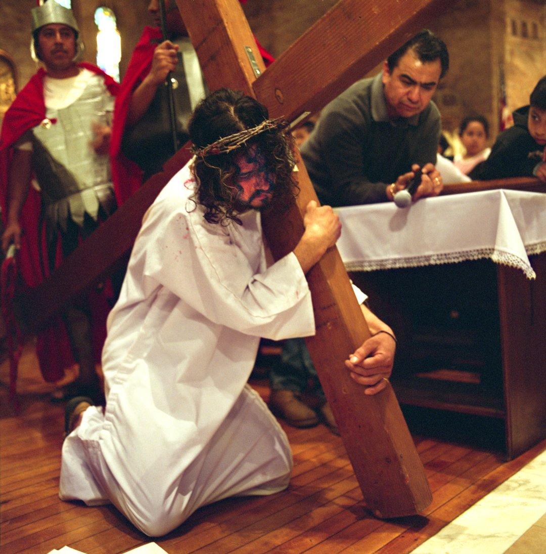 Xavier Tavera's series Via Crucis