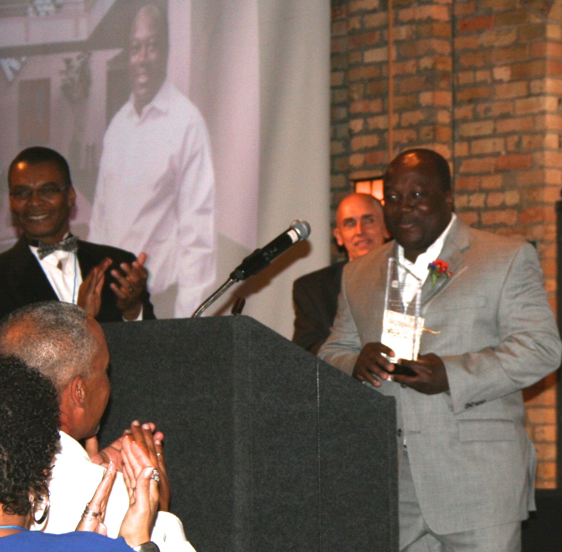 Frank Dogbe recieving Wellstone Twin Cities Business of the Year Award