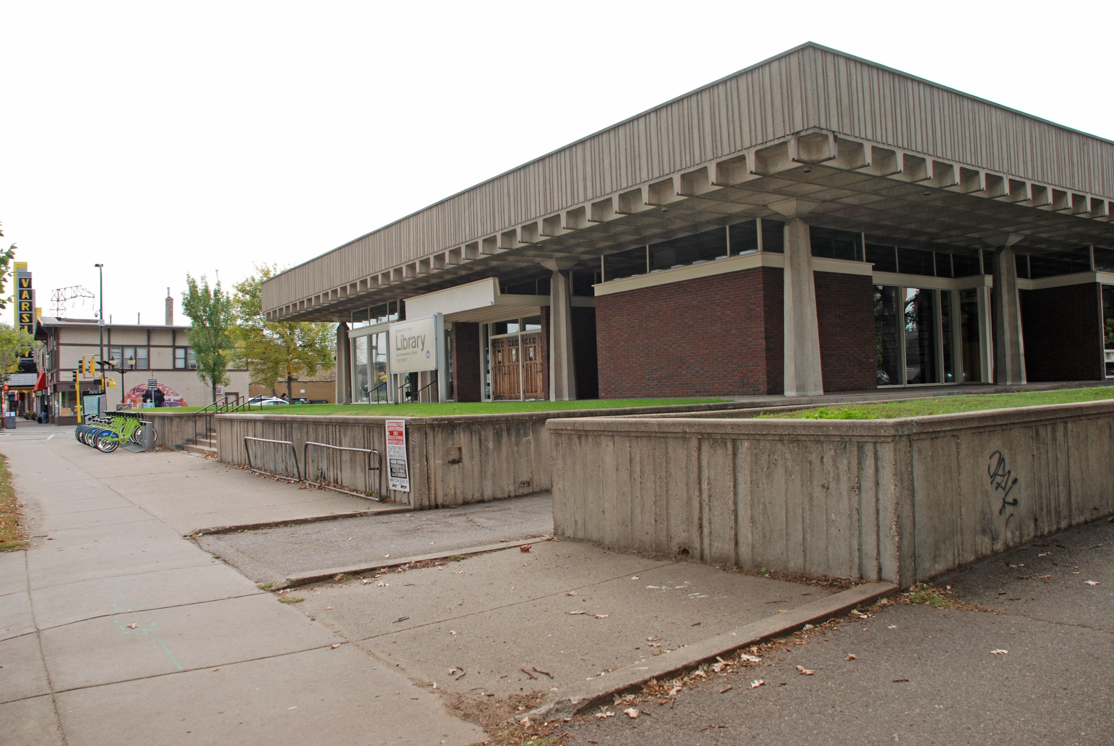 photo by bill huntzicker the southeast library designed by the late ralph rapson to be a credit union has operated in its dinkytown building since 1967