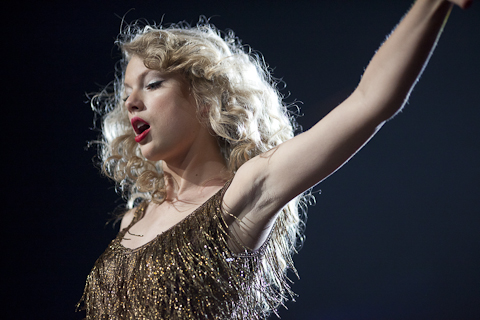 Music Taylor Swift Turns The Xcel Energy Center Into A Teengirl Fantasy Land Twin Cities Daily Planet