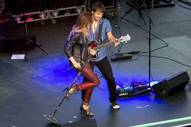 Music Review Pat Benatar And Neil Giraldo Energize The